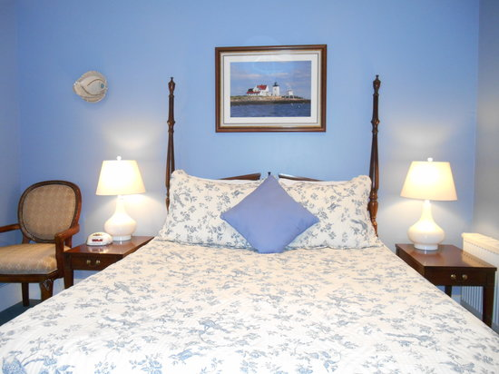 Bayberry House Bed & Breakfast: A Good Night's Sleep in the Wedgewood Suite