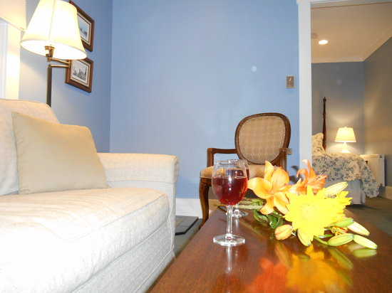 Bayberry House Bed & Breakfast: Wedgewood Suite - A Great Place to Make Memories
