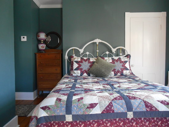 Bayberry House Bed & Breakfast: Step Back in Time in the Teal Room
