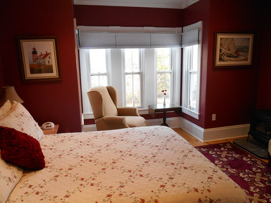 Bayberry House Bed & Breakfast: Luxury and Comfort in the Crimson Room