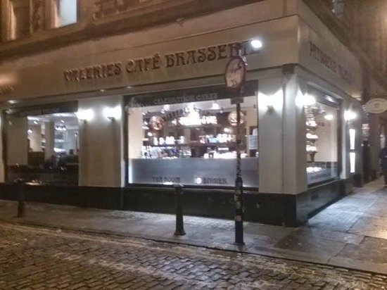 Patisserie Valerie: Welcoming from the outside