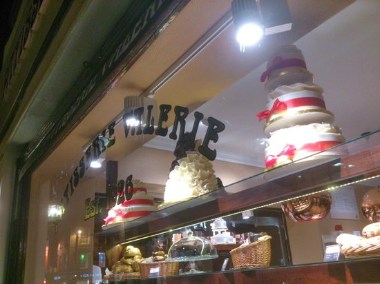 Patisserie Valerie: Awesome cake display
