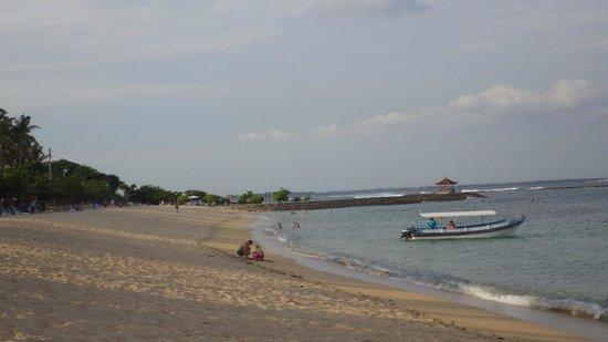 Nusa Dua Beach: Pantai Nusa Dua yang Tenang dan Elok