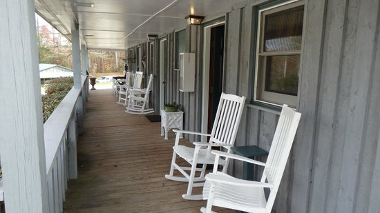 Linville Falls Lodge & Cottages: Front porch and door to our room