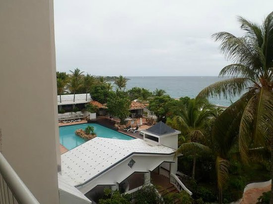 Sapphire Beach Club Resort: View of Ocean and Pool