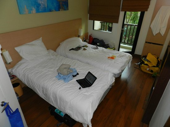 ibis Phuket Kata: view of room from entry door