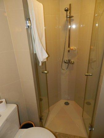 ibis Phuket Kata: shower (standing with vanity behind)