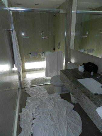 Peach Hill Hotel & Resort: standing at bathroom door