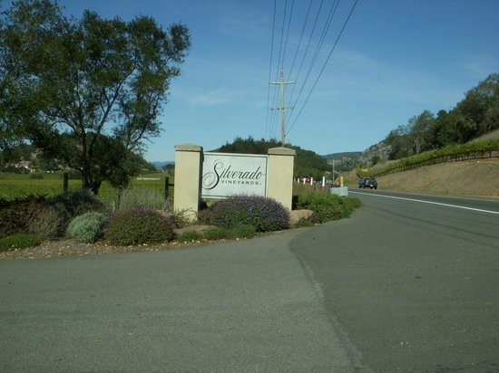 Silverado Vineyards: Entrada da vinícola.