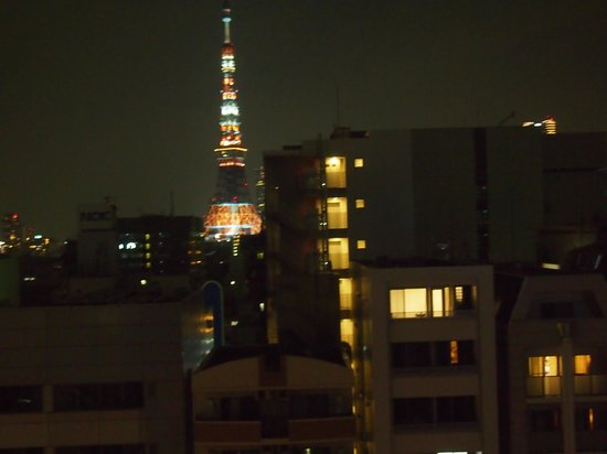 Hotel MyStays Hamamatsucho: Tokyo tower view from our room