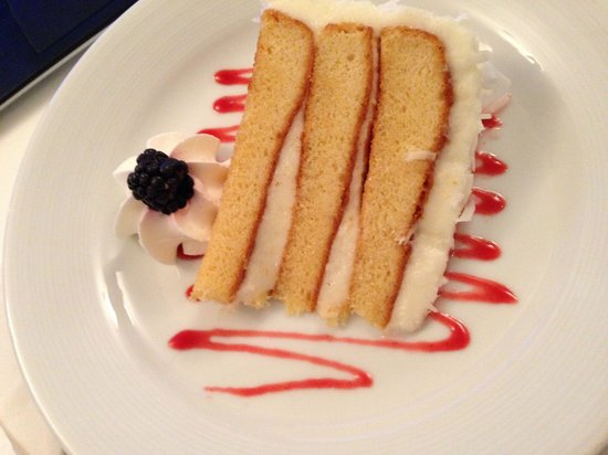 Renaissance Fort Lauderdale-Plantation Hotel : Coconut cake from the concierge room