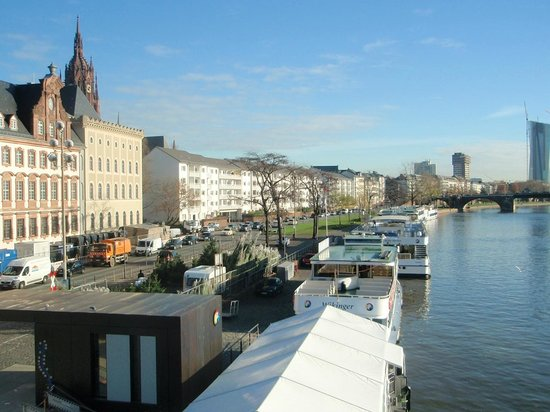 Eazires Royal City Hotel: River front, near the dom (cathedral)