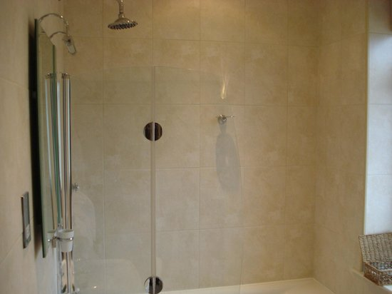 Samuel Fox Country Inn: The ensuite had an amazing shower