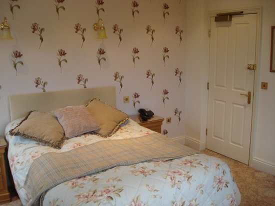 Samuel Fox Country Inn : The bedroom was very tastefully decorated and the bed was very comfortable