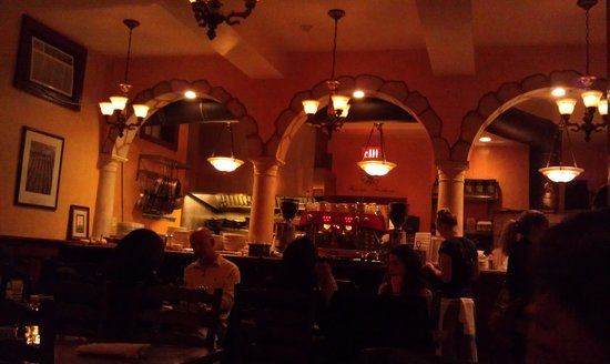 Sette Luna: view of the kitchen area, nice dark lighting provides intimate atmosphere