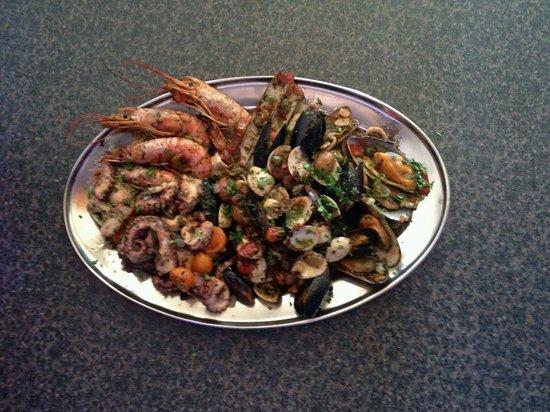 Bello Nettuno: Combo seafood platter