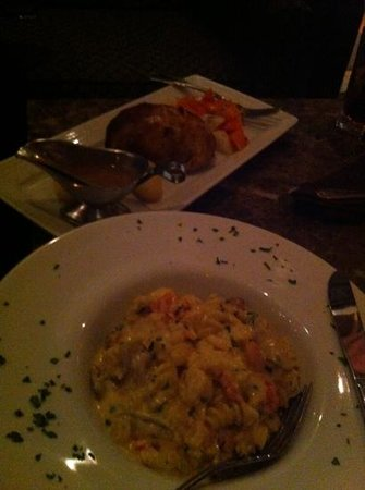WAVE Seafood Kitchen: meatloaf Wellington and lobster mac'n'cheese