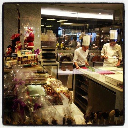Sofitel Philippine Plaza Manila: The busy chocolatiers