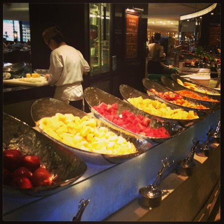 Sofitel Philippine Plaza Manila: Breakfast Fruit selections