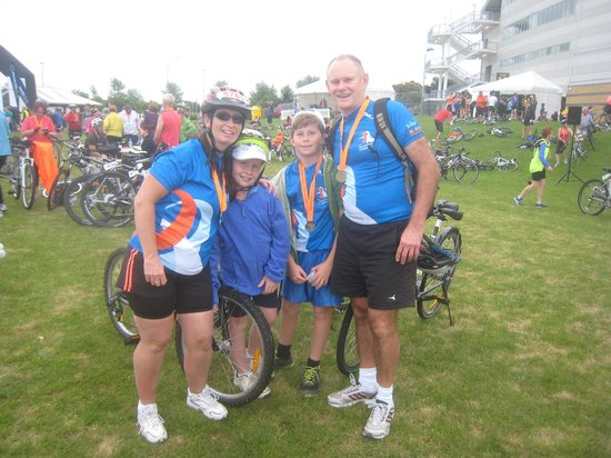 Cycle Auckland: We did it!  Awesome Bike the Bridge Ride, Well maintained Bikes,  Fantastic family outing!