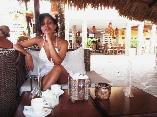Hotel Villa Taina: En la terraza tomando un café