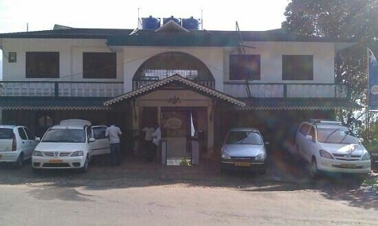 Nest Resort: hotel