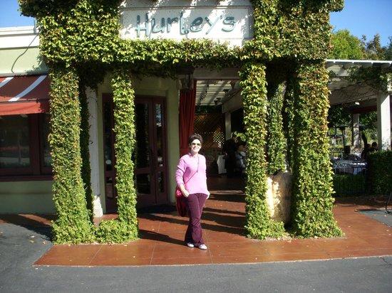 Hurley's Restaurant & Bar : Entrada.
