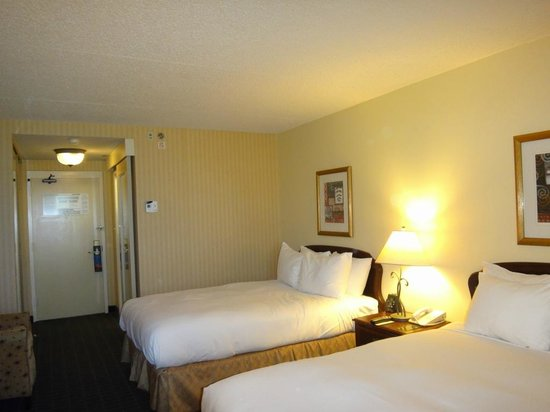 Hilton Pasadena: 部屋は広めのビジネスホテルという感じです。