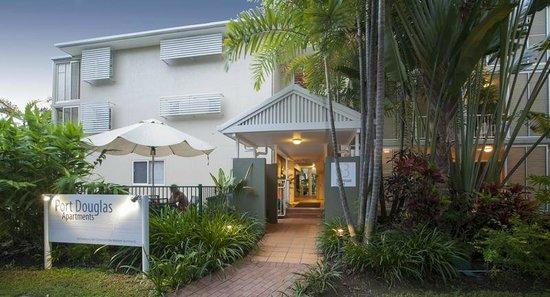 Port Douglas Apartments: building entry