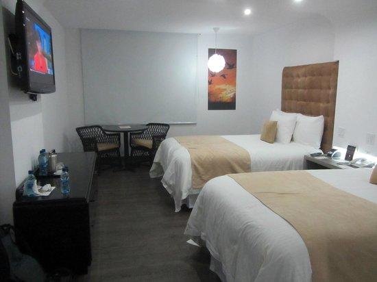 Riande Aeropuerto: Clean, comfortable rooms