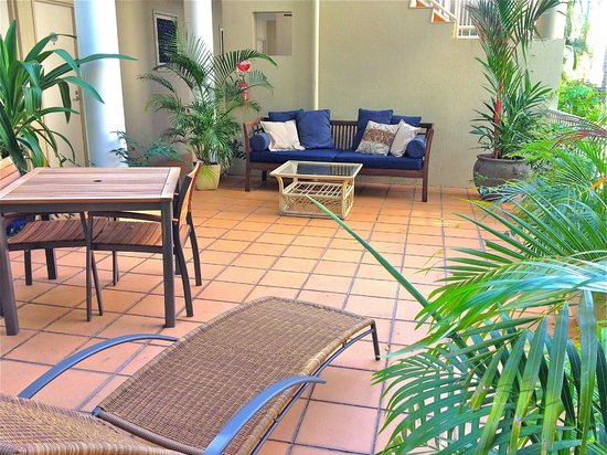 Port Douglas Apartments: Daybed area