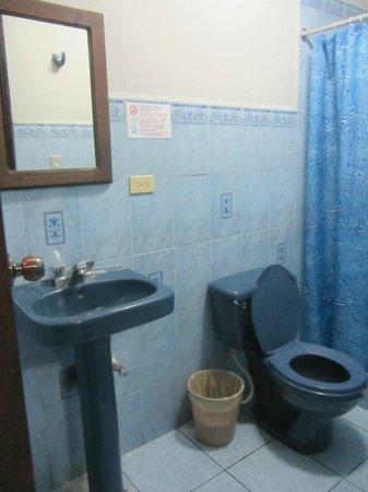 Hotel Casa Rustica: Hot water but simple bathroom