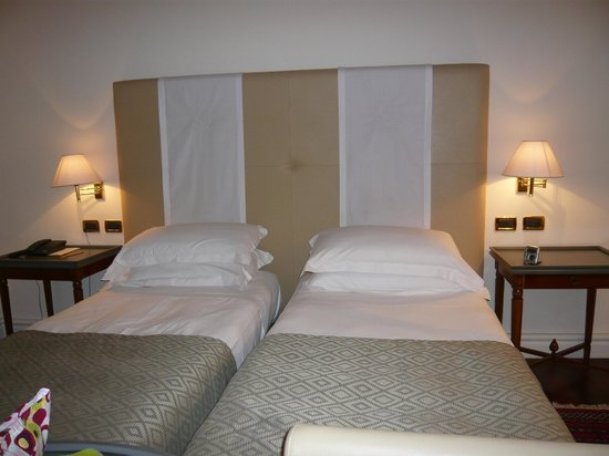 Grand Hotel Piazza Borsa: Twin beds in Room 103