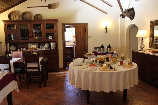 Herdade das Barradas da Serra: Continental breakfast with local products - delicious!