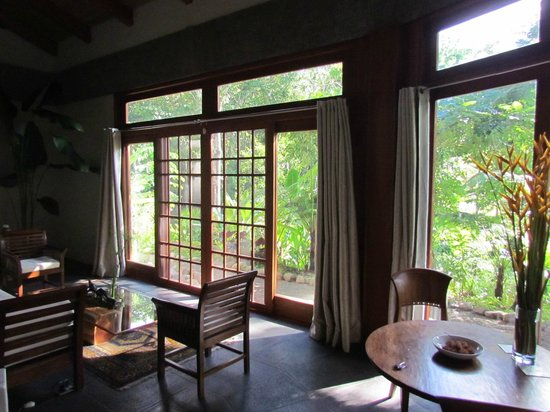 Prana Rainforest Retreat : Looking out from the living room. We never used the AC due to the natural breeze flowing through