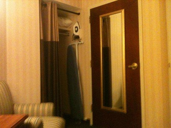 BEST WESTERN PLUS Roundhouse Suites : Closet de perto