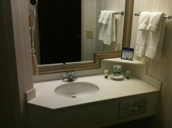 BEST WESTERN PLUS Roundhouse Suites : Banheiros limpos