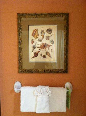 Palm Beach Shores Resort and Vacation Villas : art in suite