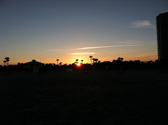 Palm Beach Shores Resort and Vacation Villas: sunset on the beach