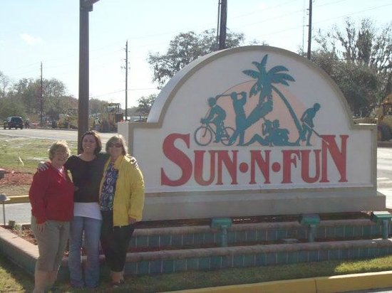 Sun N Fun RV Resort: Entry way to Sun N Fun