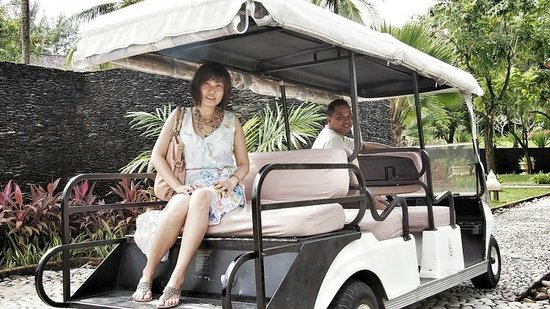 Four Seasons Resort Langkawi, Malaysia: Happily serving buggy driver