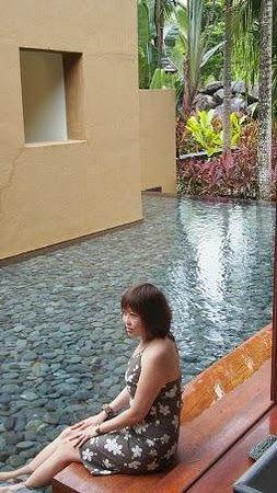 Four Seasons Resort Langkawi, Malaysia: Ponds surronding the whole Villa