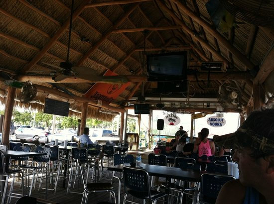 Tiki Waterfront Sea Grill: Live music