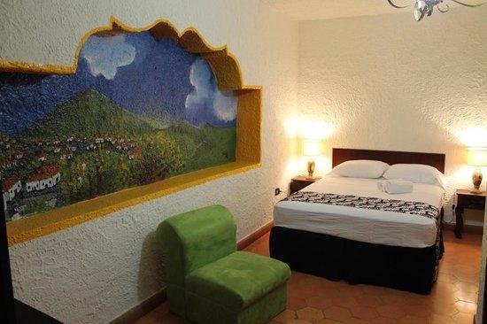 Real Colonial Hotel: Con murales de pueblos hondureños!!