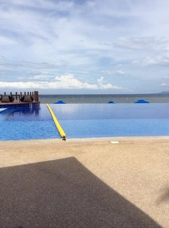 The Bellevue Resort Bohol : Infinity pool at Bellevue