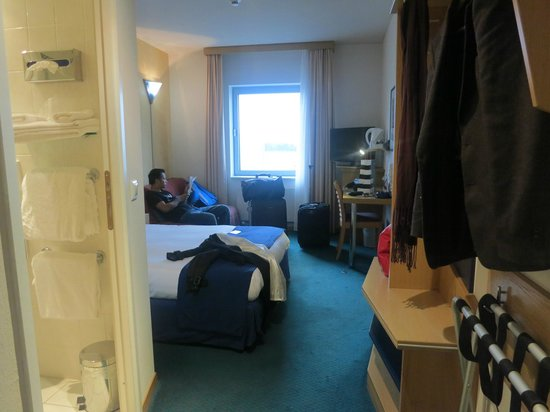 Holiday Inn Express Geneva Airport: Room