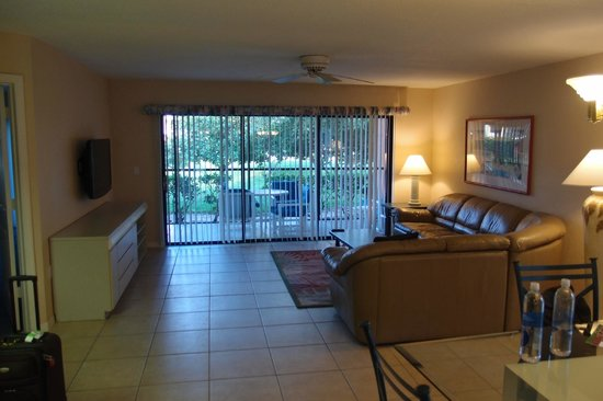 Westgate Vacation Villas Resort & Spa: living room with screened patio