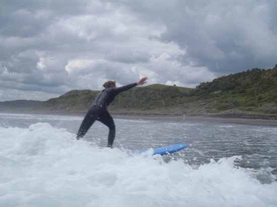 Raglan Scenic Tours: catching your fist wave