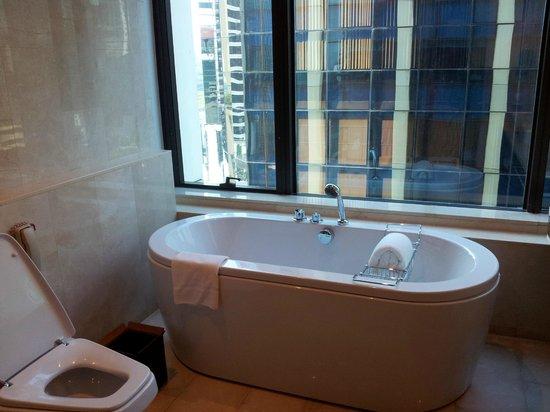 Renaissance Bangkok Ratchaprasong Hotel: Bathroom