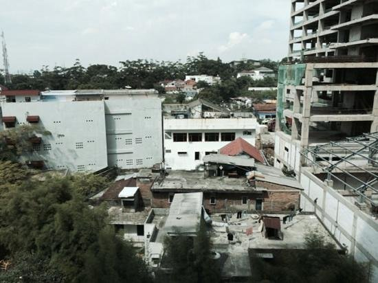 Galeri Ciumbuleuit Hotel & Apartment : view from 10th floor